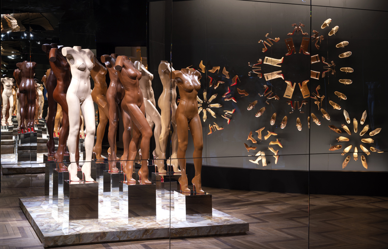 Christian Louboutin: L'Exhibition[niste]