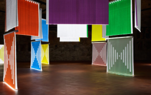 La mostra di Daniel Buren per illuminare Bergamo
