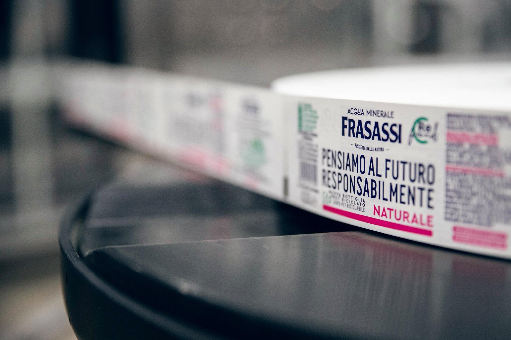 Acqua Frasassi: la nuova bottiglia in rPet